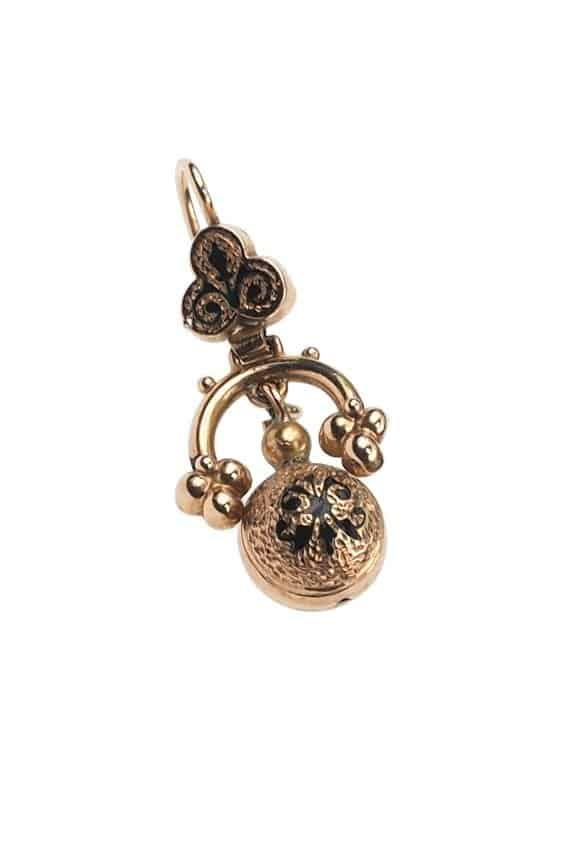 Antique-Jewellery-Berlin-Verlobungsringe-Eheringe-Antikschmuck-Fachgeschäft-in-Berlin-Mitte-Photo-©-2018-Antique-Jewellery-Berlin-Antike-Verlobungsringe-2152a