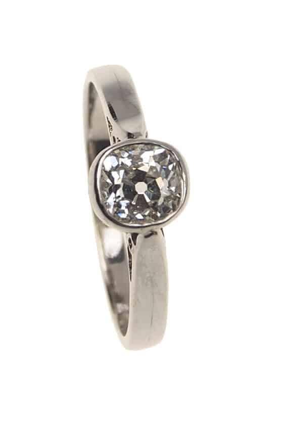 antiker-Verlobungsring-mit-Diamant-Solitaire-Art-deco-Epoche-England-um-1930-Photo-©-2017-RHEINFRANK-Antique-Jewellery-Berlin-Antike-Verlobungsringe-Antikschmuck-917a
